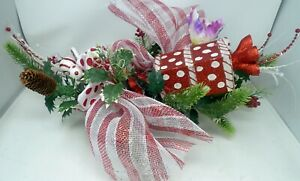 Red White Metallic Christmas Winter Holiday Wall Swag Decoration