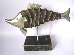 OLD WOODEN FISH TRADE SIGN / STORE DISPLAY ADVERTISEMENT SIGN WITH IRON FITTINGS
