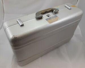 Vtg HALLIBURTON Zero Aluminum Briefcase Attache Case 21 x 14 x 7 Complete No key