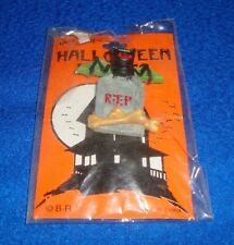 Halloween Haunts Tombstone with Bat Pin Carded