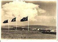 """""""Die Flaggen des NSFK"""" mit Fliegerlager Wasserkuppe im Hintergrund"""