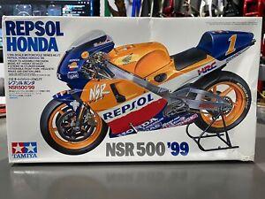 Tamiya 1/12 1999 Honda NSR 500 Repsol Mick Doohan/Okada/Criville Model Kit