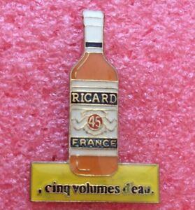 T02 Pins Alcool RICARD Bouteille CINQ VOLUMES D'EAU
