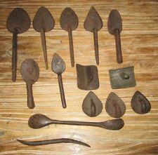 Lot de 14 anciens outils forgés de mouleurs de fonderie.