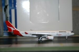 Aeroclassics 1:400 Qantas Airbus A330-200 VH-EBB CityFlyer Die-Cast Model Plane
