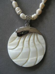 Lovely Round White Shell Pendant Necklace with Pearl Beads