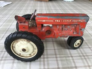 """VINTAGE TRU SCALE RED TOY TRACTOR 8"""" LONG"""