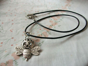 CUTE BUMBLE BEE PENDANT NECKLACE - IDEAL GIFT