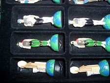 NEW IN OPENED BOX - THE CHESSMAN - ALIENS ? - CHESS SET - # 5648