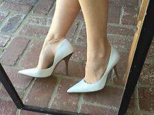 *wHiTe LeATheR Pointy Toe Sz 8 CARRIE Stilettos Heels PUMP GuESS Wedding