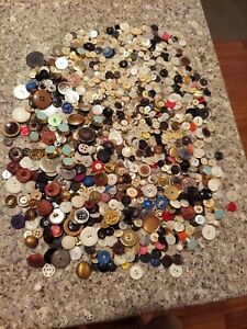 500 MIXED LOT of VINTAGE & OLDER Buttons VARIED TYPES & SIZES Interesting Looks
