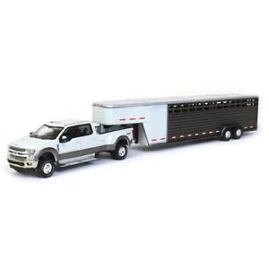 1/64 GREENLIGHT WHITE 2019 FORD F350 W/ GRAY LIVESTOCK TRAILER
