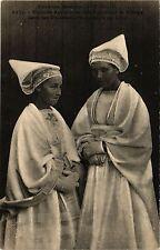 CPA  Toilette des jeunen filles portant la Vierge  (383947)