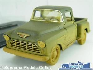 CHEVROLET STEP SIDE MODEL PICK UP TRUCK 1:32 SCALE BLUE MUDDY EFFECT + CASE K8