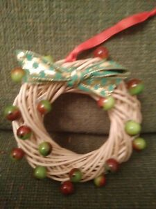 "6"" Handmade Xmas Wreath With Green Berries"