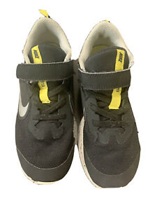 Nike Downshifter Athletic Running Sneaker Boys Size 1Y