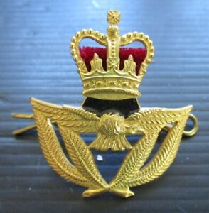 RAF WARRANT OFFICER, QUEEN'S CROWN, GILT FINISHED CAP BADGE, ROYAL AIR FORCE