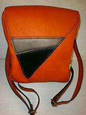 mochila de piel marron