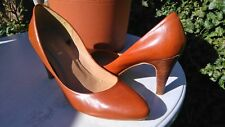 SMART LEATHER COURT SHOES SIZE 6.5 WORN ONCE