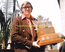 KEN DRYDEN Poses w/CONN SMYTHE TROPHY 8x10 Photo MONTREAL CANADIENS HOF GOALIE