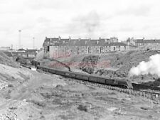 PHOTO  LNER LOCO 60010 BANKS A GLASGOW (BUCHANAN ST) TO INVERNESS TRAIN AT ST.RO
