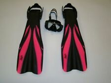 Scuba Diving Fins with Free Mask  Close Out Priced 1230 Size Medium  Pink