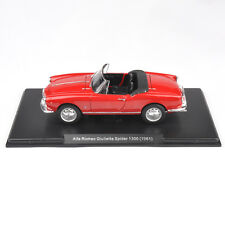 White Box Diecast Model Racing Car 1/24 Red Alfa Romeo Giulietta Spider 1300 Toy