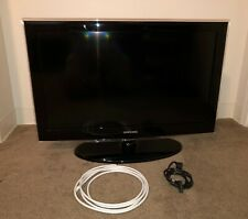 "Samsung 32"" 720p LCD TV - LN32D450 HDTV - Includes Stand"