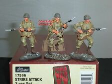 BRITAINS 17596 STRIKE ATTACK US ARMY WORLD WAR TWO METAL TOY SOLDIER FIGURE SET