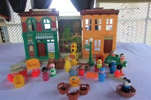 Vintage Fisher Price Little People Play Family Sesame Street House #938