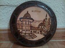 Souvenir plato de madera Kosova