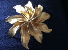 GOLD TONE FLOWER BROOCH STAMPED HAR ON THE BACK ( HARGO CREATIONS)