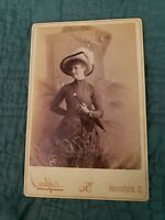 Cabinet Card Portrait of Pretty Young Lady with Hat. Mansfield, Ohio. Fashion.