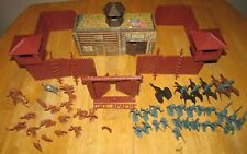 VINTAGE MARX FORT APACHE PLAYSET 1960'S COWBOYS AND INDIANS FIGURES LOOK  !!