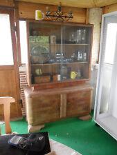 alte antike Schrankwand, Vitrinenschrank, Glasvitrine, Regal, Schrank, Anrichte