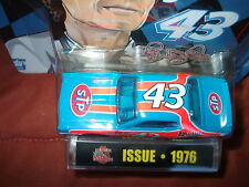RACING CHAMPIONS RICHARD PETTY STP 5 DECADES OF PETTY 1/64 1976 DODGE CHARGER