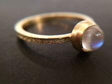 Anello d'oro martellato Moonstone