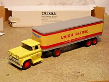 ERTL UNION PACIFIC TRUCK & TAILER 1960 CHEVY 1/43 for LIONEL,MTH,ALTAS,O SCALE
