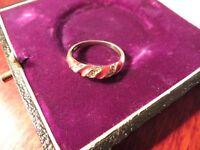 Schöner Silber Ring Klein Modern Rot Gedreht Designer Elegant Email Zirkonia