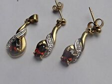 Garnet    .375 9ct gold  & Earrings & pendant