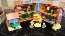 VINTAGE FISHER PRICE TUDOR HOUSE, COMPLETE AND IN VGC.