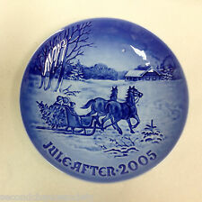 Bing & Grondahl Annual Christmas Plate 2005 - Bringing Home the Christmas Tree