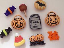 HALLOWEEN  Trick Or Treat Pumpkin  4516 Novelty Buttons (BG)