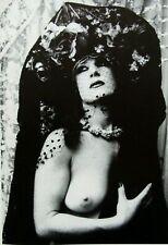 """Irina Ionesco montado Impresión de fotografía 16 X 12"""" 1975 Gótico Desnuda Erotica lesbiana II14"""