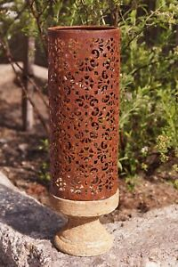 Edelrost Windlicht auf Zementsockel 35 x 11 cm Garten Dekoration