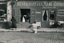 """MONTMARTRE c. 1950 - Restaurant """"La Mère Catherine"""" Paris - P220"""