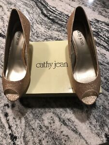 Cathy Jean Gold Open toe shoes size 9