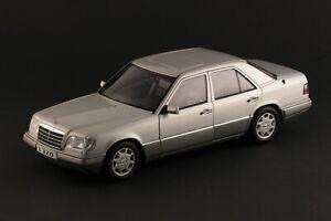 AUTOART MERCEDES-BENZ E320 W124 ARGENT 1/18 76271