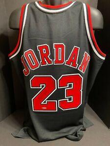 Autographed Michael Jordan Chicago Bulls Mitchell&Ness Black 1998 Jersey UDA