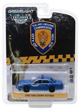 1:64 GreenLight 2006 Ford Crown Victoria NEW YORK CITY TAXI & LIMO COMMISION NIP